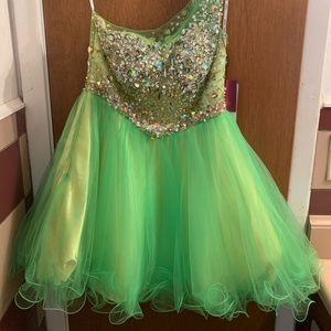 Great for formal or prom!  Still has tags